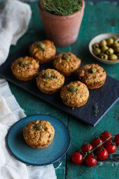 Savoury Sun-Dried Tomato & Olive Muffins Savory Muffins, Savory Snacks, Tomato Vegetable, Dried Tomatoes, How To Dry Oregano, Sun Dried, Bread Baking, Food Hacks, Vegan Recipes