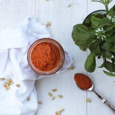 la belle vie healthy: sauce tomate, poivron rôti, pignons de pin et basilic