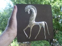 Chasing & Repousse art: Hyperlapse video showing how to emboss metal using a Chasing and Repoussé process Metal Embossing, Metal Stamping, Embossing Machine, Mexican Artists, Craft Club, Arts Ed, Texture Art, Metal Art, Art Pictures