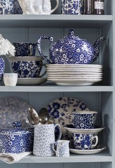 Burleigh Calico Mixed pottery on our lovely sage dresser Deep Blue Calico ~ quintessential English country crockery Blue Dishes, White Dishes, Blue And White China, Blue China, China China, China Patterns, Küchen Design, White Decor, Chinoiserie