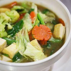 Cap cay kuah (soupy) is a popular Chinese-Indonesian stir fried vegetable dish. Choiches for your dinner  #madeswarung #warungmade #warung #restaurant #vegetable #capcay #fujian #chinesefood #vegetarian #greens #healthy #diet #breakfast #lunch #dinner #foodporn foodgasm #foodies #instafood #kuta #seminyak #bali #travelingram #asiancuisine #balifood #ilovebali #balidaily #balilife #balitour #balitrip
