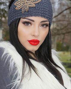 girls wearing beanies 6ac628e0e396