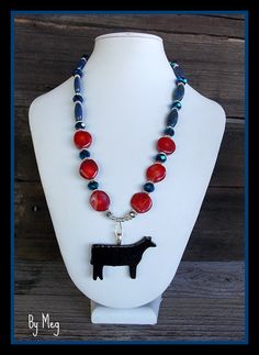 Show steer/heifer art glass removable pendant with nice beaded necklace --- $47