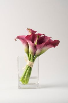 Calla lilies make a modern floral arrangement
