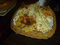 Crostini - massa de pizza crocante polvilhada com limão, pimenta e especiarias (Pizzaria Mercatto)