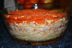 """Салат """"Бархатный""""  Ингредиенты 3 вареных яйца 200г крабовых палочек 3 вареные картофелины 2 небольшие сырые морковки 200г сыра 250г майонеза  Способ приготовления Укладываем слоями продукты, натертые на терке, каждый слой промазываем майонезом.  1-ый отварной картофель 2-ой яйца 3-ий крабовые палочки 4-ый сыр 5-ый морковь дать постоять 3-4 часа."""