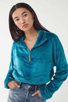 Preserve processed look simply with our girls' Pullovers. Its trendy. Pretty Outfits, Cool Outfits, Summer Outfits, Fashion Outfits, Mom Jeans Outfit, Overalls Outfit, Korean Girl Fashion, Baggy Clothes, Half Zip Pullover