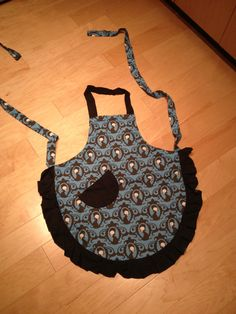 Skull Cameo apron. Awesome print. Made the bride happy.