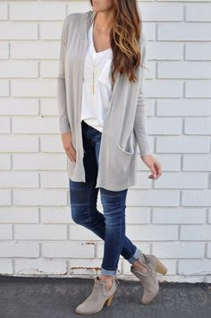 Cute casual summer outfits with ankle skinny jeans - Fraulich Seite Casual Summer Outfits, Fall Outfits, Cute Outfits, Fashion Outfits, Outfit Winter, Dress Outfits, Outfits With Grey Cardigan, Booties Outfit, Ankle Boots Outfit Fall
