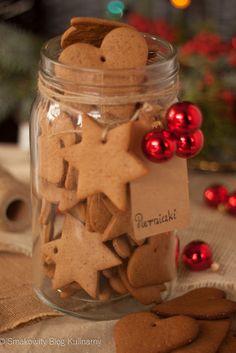 Świąteczne pierniczki Christmas Flatlay, Christmas Sweets, Christmas Gingerbread, Christmas Cooking, Holiday Desserts, Gingerbread Cookies, Christmas Countdown, Christmas Time, Cake Boxes Packaging