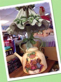 lampara Hobbies And Crafts, Diy And Crafts, Caleb Y Sofia, Sewing Room Decor, Pintura Country, Country Paintings, Country Crafts, Tole Painting, Country Primitive