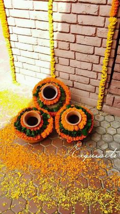Matkas with genda for mehndi decor Diwali Decorations At Home, Wedding Stage Decorations, Flower Decorations, Backdrop Decorations, Backdrops, Desi Wedding Decor, Wedding Ideas, Janmashtami Decoration, Housewarming Decorations