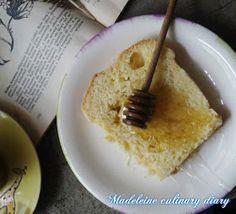 Madeleine culinary diary: ciasto drożdżowe z automatu do wypieku chleba z kruszonką oraz o pieczeniu drożdżówki w automacie do wypieku chleba ?