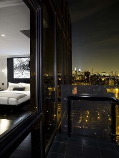 check out these amazing luxury penthouse that will leave you speechless. In order to furnish your dream house , this inspirational ideas will offer you the best combination of trendy furniture and modern design Apartment View, Apartment Goals, York Apartment, Dream Apartment, Apartment Living, Apartment Design, Apartment Interior, Style At Home, Exterior Design