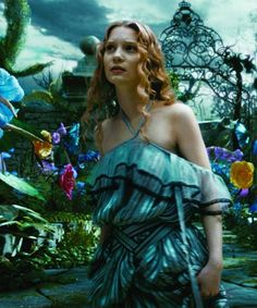 Alice Through The Looking Glass Movie Teasers Dark Alice In Wonderland, Adventures In Wonderland, Winter Wonderland, Tim Burton Costumes, Colleen Atwood, Tim Burton Art, Johnny Depp Movies, Through The Looking Glass, Live Action