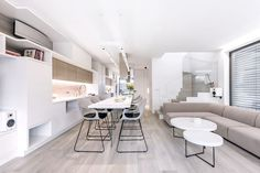 Stěžejní pro tento interiér byly materiálová kompaktnost a plně funkční i maximálně využitelný prostor. Conference Room, Table, Furniture, Design, Home Decor, Decoration Home, Room Decor, Tables