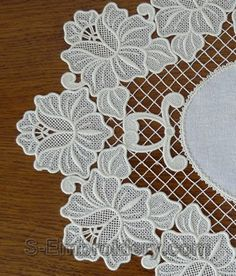 SKU 10545 Freestanding lace floral ellipse doily