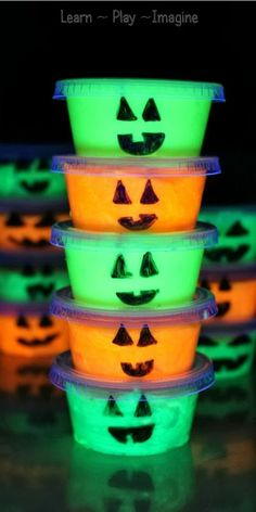 Glow in the dark slime pumpkin party favors kids will LOVE!  Bonus:  they are easy to make. fall parti, kid craft