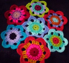 A similar flower but this one only has 6 petals and can be joined like a hexagon with no filler.   USA Terms, DK, 4mm Hook       Pattern: ...