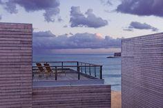 Martinhal Beach Resort & Hotel - Com uma localização fantástica com vista para a Praia do Martinhal e rodeado pelo parque natural, o hotel situado perto da histórica vila de Sagres, está perfeitamente integrado na paisagem. Hotel de 5 Estrelas com 38 quartos e uma vasta selecção de espaçosas casas de família.