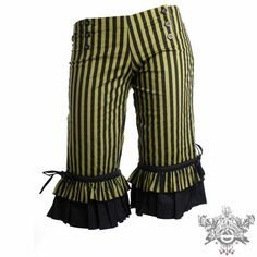 ruffle knickerbockers...would make good lady pirate pantaloons. Originally pinned by Rebecca Cahoon onto DIY.