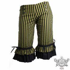 ruffle knickerbockers...would make good lady pirate pantaloons. Originally pinned by Rebecca Cahoon onto DIY.