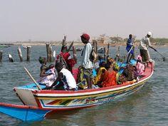 La pirogue, moyen de transport incontournable dans le Saloum (Sénégal)