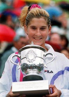 Happy belated Birthday (Dec to Monica Seles: Flashback to 1992 FO. Monica Seles, Sport Tennis, Wta Tennis, Tennis Serve, Tennis Online, Tennis Legends, Wimbledon Tennis, Tennis World, Vintage Tennis