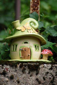 Elfenhaus Windlicht aus Keramik