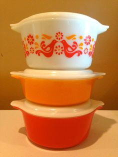 Vintage Pyrex - yellow, red and white bowl SET W/ matching lids. Mint condition!