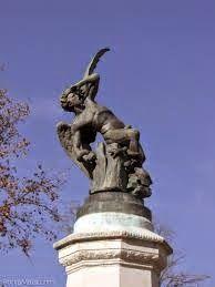 Antonia Dávalos, Creadora: ANGEL CAIDO monumento que se encuentra en el parqu...