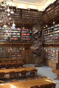 Biblioteca Jurídica de Munich construida por Georg von Hauberrisser entre 1867 y 1908.