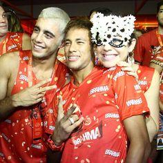 Após assumir namoro, Neymar curte boate de camarote (Foto: AG News)