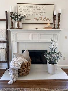 Farmhouse Family Rooms, Modern Farmhouse Decor, Farmhouse Fireplace, Fireplace Mantle, Farmhouse Ideas, Farmhouse Living Room Decor, Farmhouse Style Kitchen, Fireplace Surrounds, Living Room With Fireplace