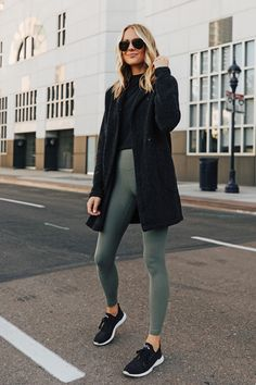 7 Casual-Cool Outfits to Wear This Weekend Lululemon Outfits CasualCool outfits Wear weekend Look Leggins Casual, Casual Leggings Outfit, Outfits Leggins, Casual Clothes, Casual Dresses, Pants Outfit, Black Jacket Outfit, Black Sneakers Outfit, Casual Sporty Outfits