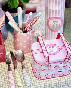 Zuckersüße Picknick-Box im Cherry-Design von Greengate
