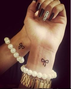 100 really cute little girly tattoos - Tatuajes - Small Bow Tattoos, Friend Tattoos Small, Cute Girl Tattoos, Small Tattoos With Meaning, Wrist Tattoos, Mini Tattoos, Foot Tattoos, Tattoo Ink, Tattoo Small