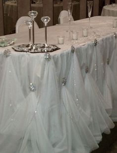 This table draping is absolutely gorgeous!!!!