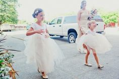 cute little tutus for the flower girls  Photography by tinywater.com
