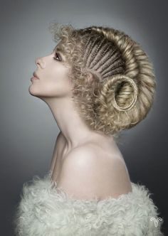 fashion hair art Hair art has truly gone to new lengths (and heights! Hairstylists-cum-artists are crafting the most amazing and inspiring hairstyles these days, and we've rounded up some of our favorites. Creative Hairstyles, Up Hairstyles, Braided Hairstyles, Fantasy Hairstyles, Fashion Hairstyles, Pelo Editorial, Avant Garde Hair, Extreme Hair, Hair Shows