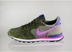 Nike wmns Internationalist (Faded Olive / Fuchsia Glow - Bamboo - Blue Legend)