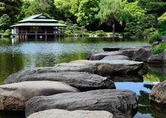 5 Top Picks for Where to Buy Fabrics in Tokyo Kiyosumi Garden: Tokyo's Most Beautiful Japanese Garde Tokyo Travel Guide, Stone Lantern, Japanese Water, Japanese History, Art Japonais, Buy Fabric, Culture, Water Garden, Stepping Stones