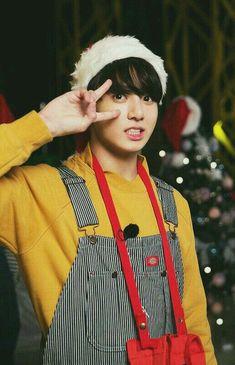 Jungkook wallpaper RUN BTS! 2017 - Still a lil brat 😛 Jungkook Lindo, Foto Jungkook, Jungkook Cute, Jungkook Oppa, Bts Bangtan Boy, Jungkook 2017, Taehyung, Namjoon, Hoseok