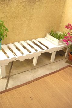 99 Pallets discover pallet furniture plans and pallet ideas made from Recycled wooden pallets for You. So join us and share your pallet projects. Diy Furniture Finishes, Pallet Furniture And Decor, Reclaimed Furniture, Diy Furniture Projects, Furniture Plans, Bedroom Furniture, Simple Furniture, Kids Furniture, Garden Furniture