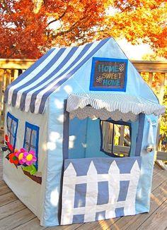 Level: difficult // Das Haus mit Gartenzaun, Blümchen etc. wird jeder lieben // Gesehen bei: http://www.designdazzle.com/2009/11/handmade-adorable-cottage-play-house/