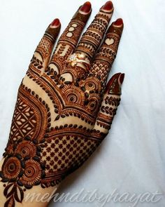 Mehndi Designs For hands - we made a detailed guide of mehndi designs for hands that can help you decide your upcoming mehendi look! Latest Bridal Mehndi Designs, Floral Henna Designs, Back Hand Mehndi Designs, Simple Arabic Mehndi Designs, Legs Mehndi Design, Henna Art Designs, Indian Mehndi Designs, Mehndi Designs 2018, Modern Mehndi Designs