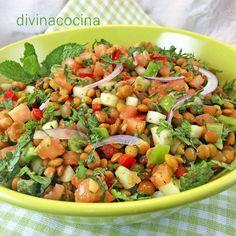 Este tabulé de lentejas es una interpretación con legumbres de la famosa ensalada libanesa. Lleva hortalizas, especias y hierbas frescas, muy mediterránea.