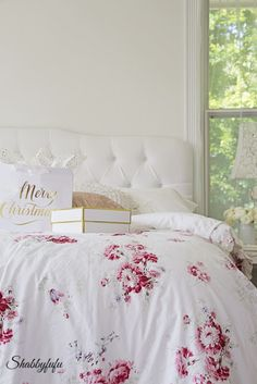 Shabby Chic Christmas in the Bedroom from Shabbyfufu.