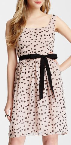 Need more dresses like this in my life. Simple, good bra-strap-hiding straps, and right above the knees.