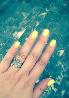 Uñas amarillas :)